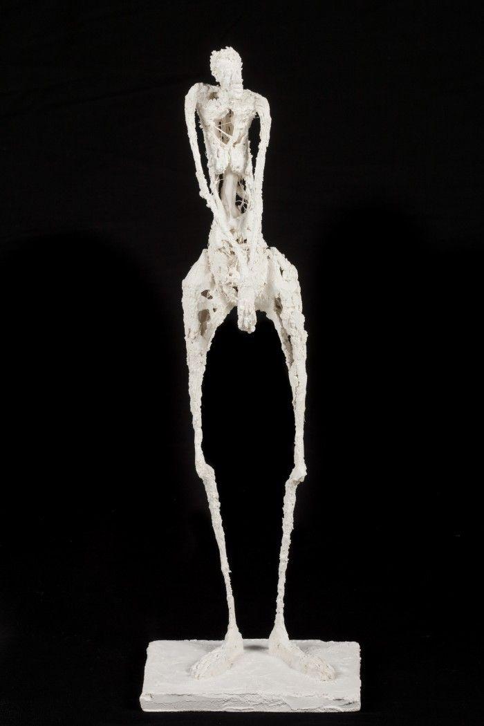 Femme en pied - Plâtre et filasse - H. 44 cm